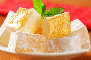 Mastic-flavored jelly cubes (Greek Turkish delight)の写真素材 [FYI00756317]