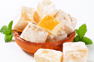 Mastic-flavored jelly cubes (Greek Turkish delight)の写真素材 [FYI00756322]