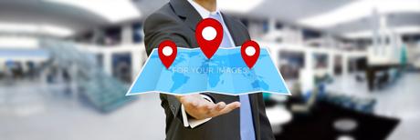 Businessman holding digital map in his handsの写真素材 [FYI00756434]