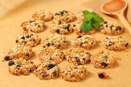 Sesame raisin cookiesの写真素材 [FYI00756826]
