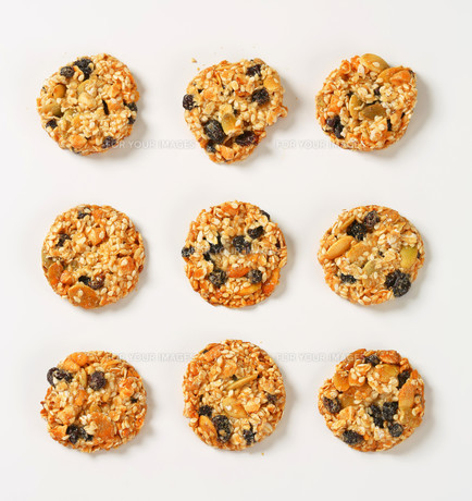 Sesame raisin cookiesの写真素材 [FYI00756843]