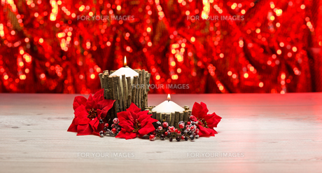 Candles in autumn winter decorationの素材 [FYI00756914]