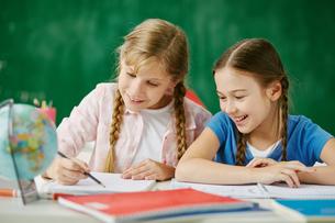 Girls in schoolの写真素材 [FYI00757045]