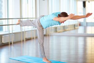 Stretching legの写真素材 [FYI00757077]