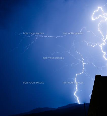thunderstorms - thunderstormの写真素材 [FYI00757104]