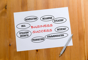 White paper draft showing the hand draft of marketing success conceptの写真素材 [FYI00757525]