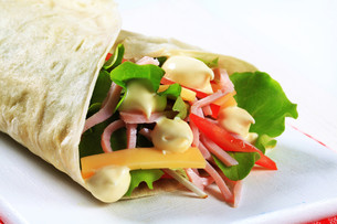 Easy ham and cheese wrapの写真素材 [FYI00757737]