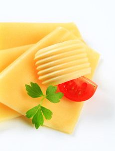 Sliced cheese and butterの写真素材 [FYI00757781]