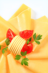 Sliced cheese, butter and tomato wedgesの写真素材 [FYI00757790]