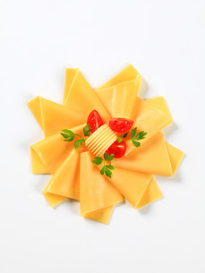 Sliced cheese, butter and tomato wedgesの写真素材 [FYI00757793]