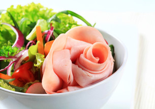Fresh salad with hamの写真素材 [FYI00757805]