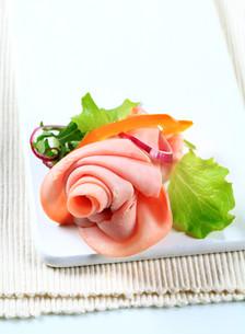 Sliced ham arrangementの写真素材 [FYI00757807]