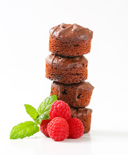 Mini chocolate cakesの写真素材 [FYI00757896]