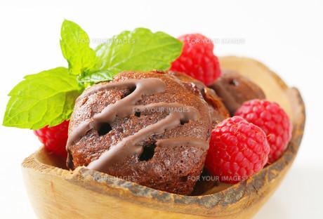 Mini chocolate cakesの写真素材 [FYI00757901]