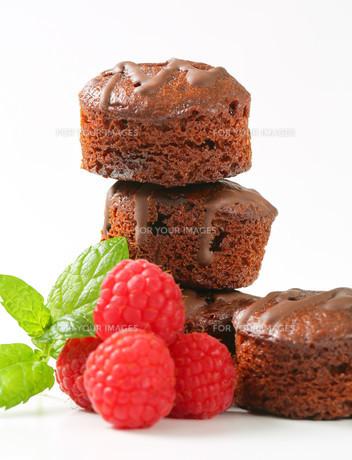 Mini chocolate cakesの写真素材 [FYI00757902]