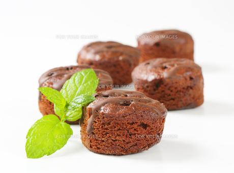 Mini chocolate cakesの写真素材 [FYI00757914]