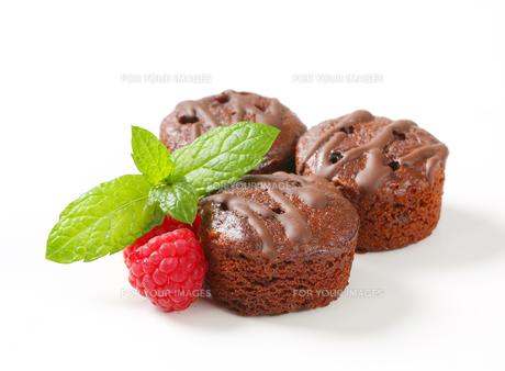 Mini chocolate cakesの写真素材 [FYI00757916]