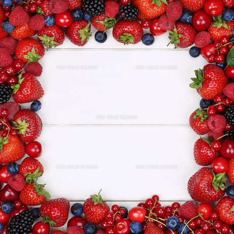 berry fruits frame with strawberries,raspberries,blueberries and copy spaceの写真素材 [FYI00758086]