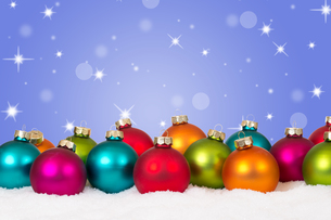 christmas lots of colorful christmas balls decoration with copy spaceの写真素材 [FYI00758097]