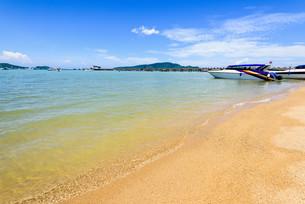 Beach harbor area at Ao Chalong Bay in Phuket, Thailandの写真素材 [FYI00758179]