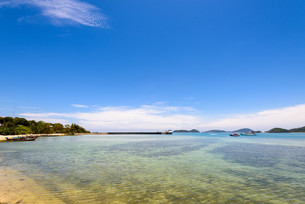 Sea near bridge pier at Laem Panwa Cape in Phuket, Thailandの写真素材 [FYI00758180]
