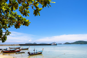 Sea near bridge pier at Laem Panwa Cape in Phuket, Thailandの写真素材 [FYI00758181]