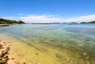 Sea near bridge pier at Laem Panwa Cape in Phuket, Thailandの写真素材 [FYI00758182]