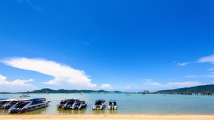 Beach harbor area at Ao Chalong Bay in Phuket, Thailandの写真素材 [FYI00758186]