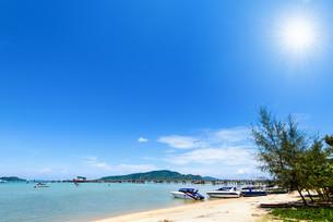 Beach harbor area at Ao Chalong Bay in Phuket, Thailandの写真素材 [FYI00758192]