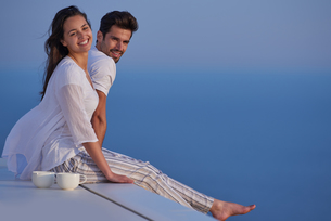 happy young romantic couple have fun and  relax at homeの写真素材 [FYI00758243]