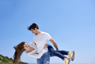 happy young romantic couple have fun and  relax at homeの写真素材 [FYI00758256]