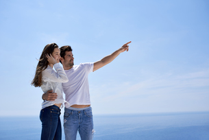 happy young romantic couple have fun and  relax at homeの写真素材 [FYI00758260]