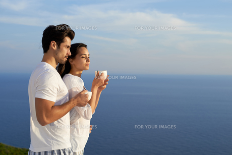 happy young romantic couple have fun and  relax at homeの写真素材 [FYI00758335]