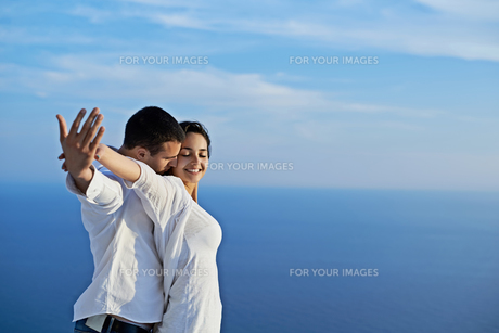 happy young romantic couple have fun and  relax at homeの写真素材 [FYI00758336]