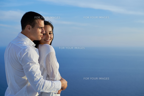 happy young romantic couple have fun and  relax at homeの写真素材 [FYI00758338]