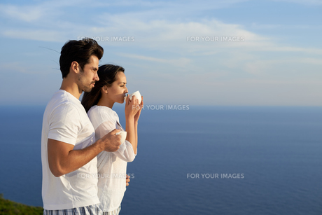 happy young romantic couple have fun and  relax at homeの写真素材 [FYI00758341]