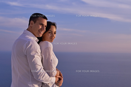 happy young romantic couple have fun and  relax at homeの写真素材 [FYI00758342]