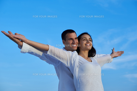 happy young romantic couple have fun and  relax at homeの写真素材 [FYI00758346]