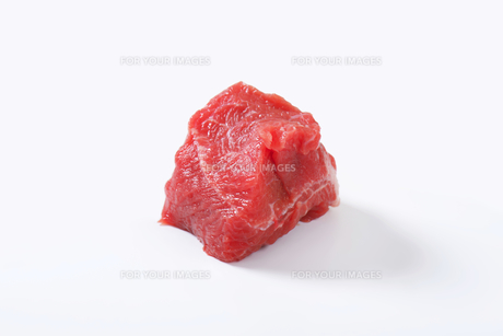 Raw beef chunkの写真素材 [FYI00758538]
