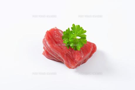 Raw beef meat chunkの写真素材 [FYI00758547]