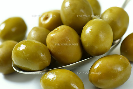 Spanish green olivesの素材 [FYI00758604]