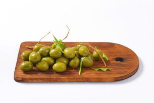 Fresh green olivesの素材 [FYI00758612]