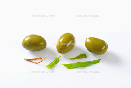 Unpitted green olivesの素材 [FYI00758635]