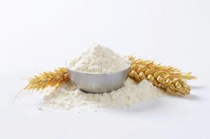 Bowl of wheat flourの写真素材 [FYI00758637]