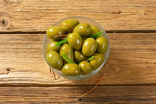 Fresh Green Olivesの写真素材 [FYI00758648]