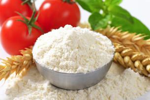 Bowl of wheat flourの写真素材 [FYI00758649]