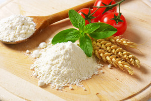 Wheat flour on wooden boardの写真素材 [FYI00758651]