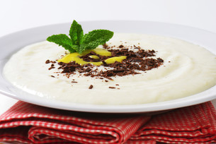 Semolina porridge with grated chocolate and lemon curdの写真素材 [FYI00758656]
