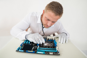Technician With Motherboard And Stethoscopeの写真素材 [FYI00758722]