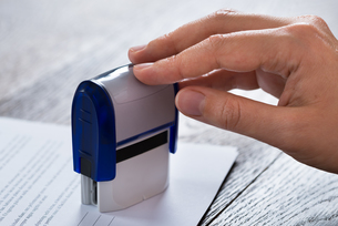 Person Hands With Stamper And Documentの写真素材 [FYI00758786]